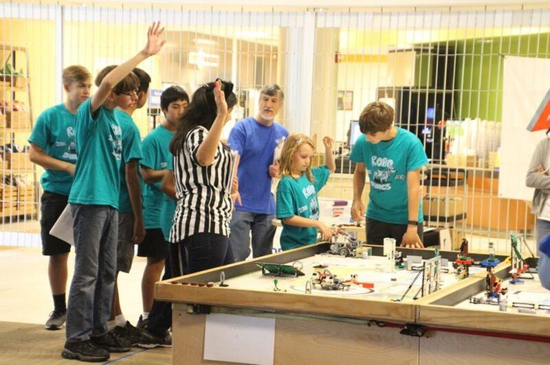 EDS Students Advance in Robotics Competition Thumbnail Image