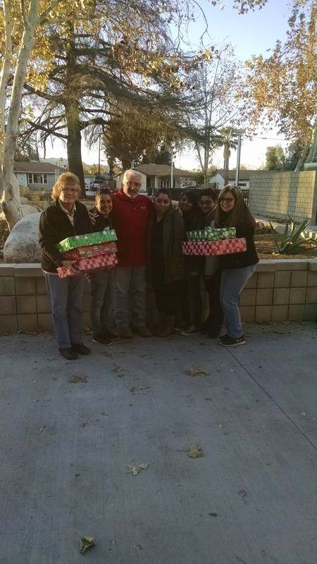 Construction Company Adopts Hemet Unified Family for the Holiday