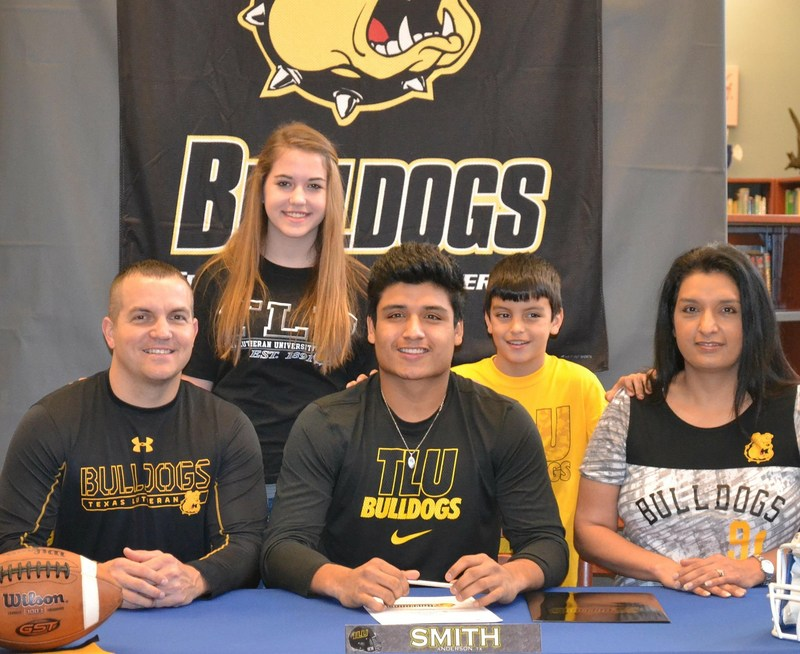 Senior Ray Smith signs with TLU