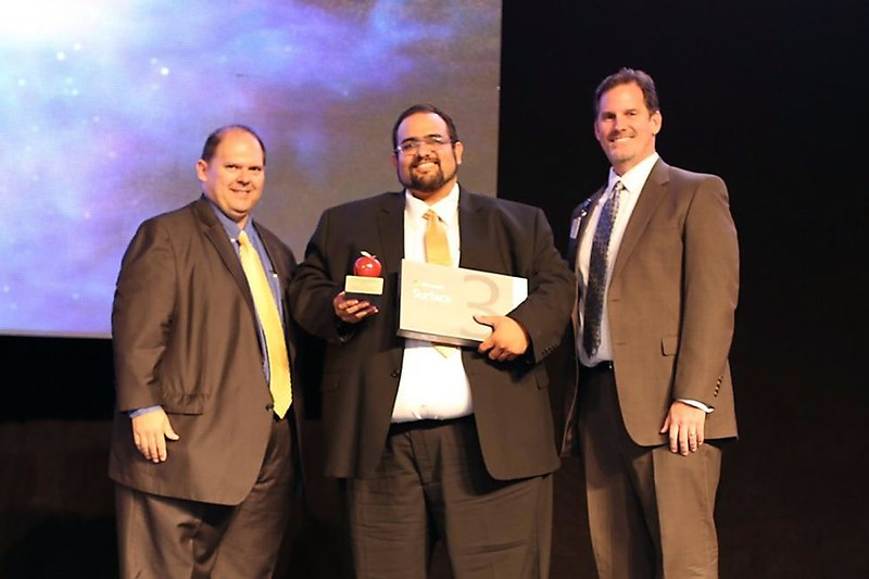 Hidalgo Early College High School Teacher, Albino Lozano wins the UTRGV HESTEC Exxon Mobil 2015 Science Teacher of the Year Award!