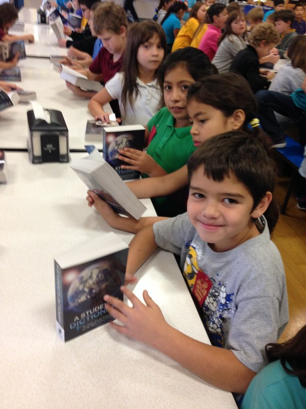 Rotary Club donates books to Lincoln 3rd graders! Thumbnail Image