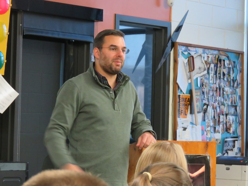 Congressman Brings Real Experiences to Government Class