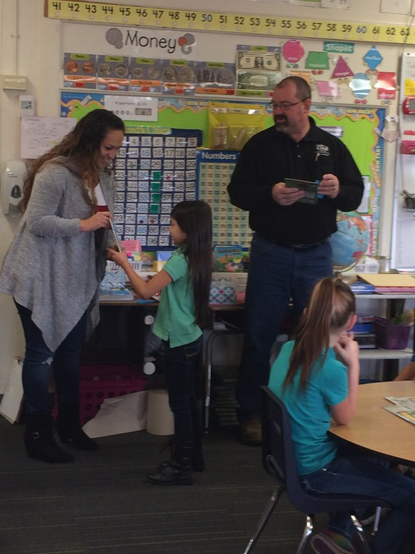 Rotary Club gives books to  Lincoln second graders! Thumbnail Image