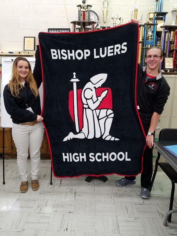Show Choir sells fleece blankets featuring kneeling knight Thumbnail Image