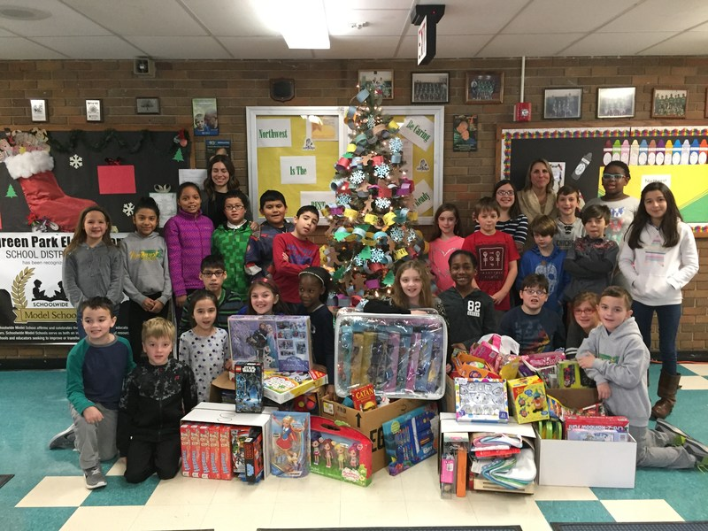 Student Council and iLead Toy Drive Thumbnail Image