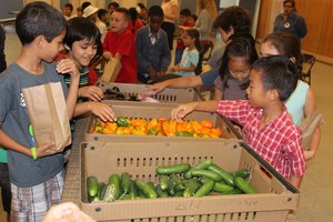 Clegg Students Select Organic Produce